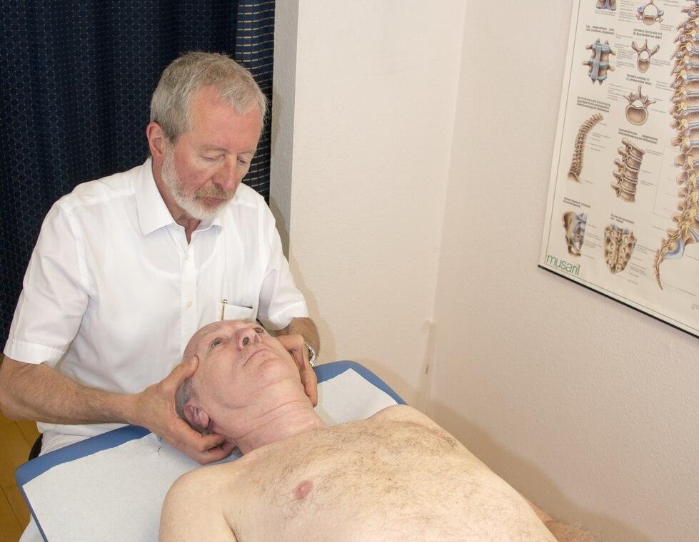 Orthopäde Frankfurt Behandlung Kopf und Rücken